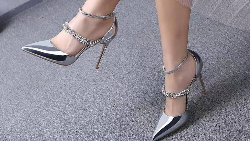 别让鞋子毁了你的搭配!这几双高跟鞋,为你增添时髦感不在话下!