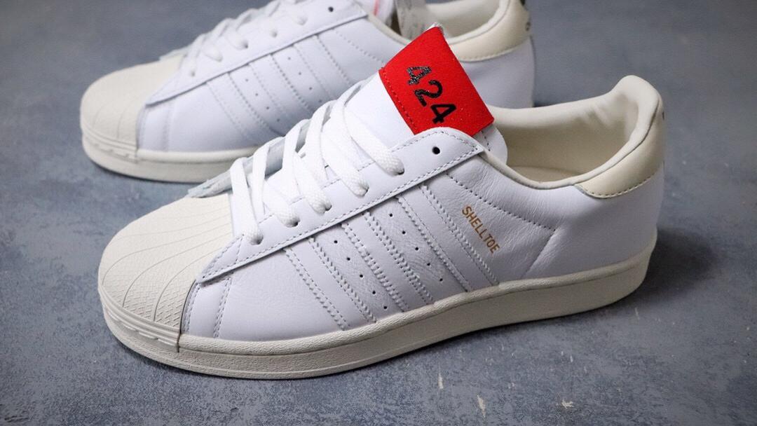 Superstar50周年 三叶草 424 x 阿迪达斯adidas Originals Superstar 白红 贝壳头经典百搭休闲运动板鞋。