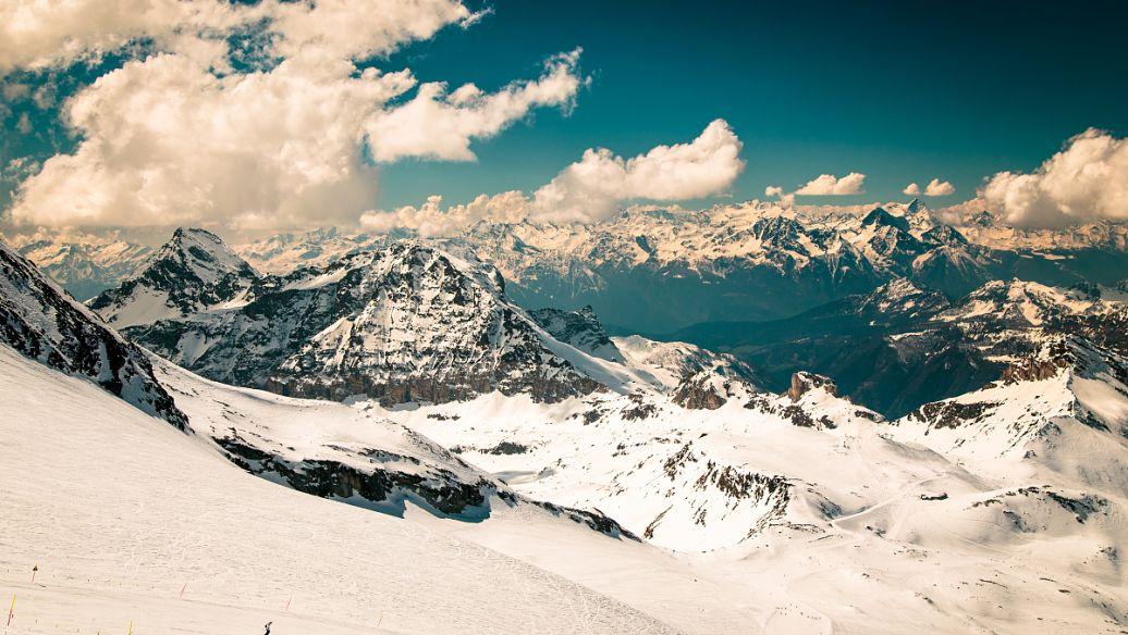 云南绝佳体验,冰寒玉龙雪山,洒满神秘圣洁的雪域光辉