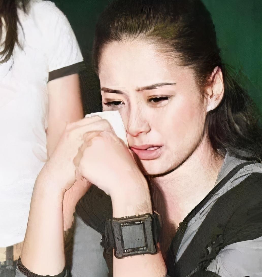 08年陈冠希1400张照片被泄露,陈冠希为挽回她不惜割腕自残