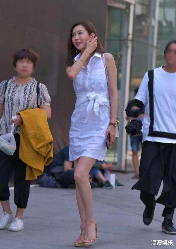 白色无袖衬衫裙,端庄优雅,满满的时尚