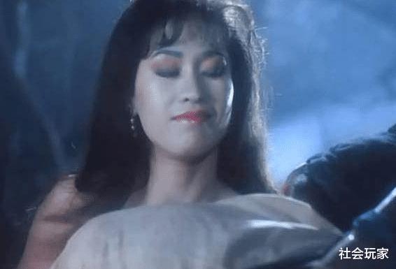 """林正英御用""""女僵尸"""",与午马相恋15年,64岁变身保险女王"""