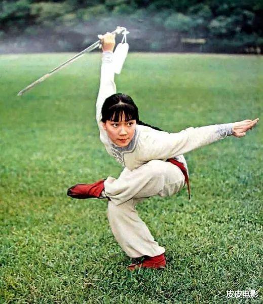 季天笙被封杀前,拍的最后一部武侠片,片中女主角李若彤牺牲很大