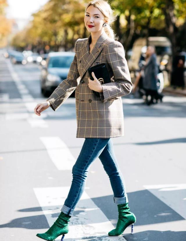 """""""马丁靴""""已经过时了!现在流行的是""""水杯靴"""",时髦显瘦又显高"""