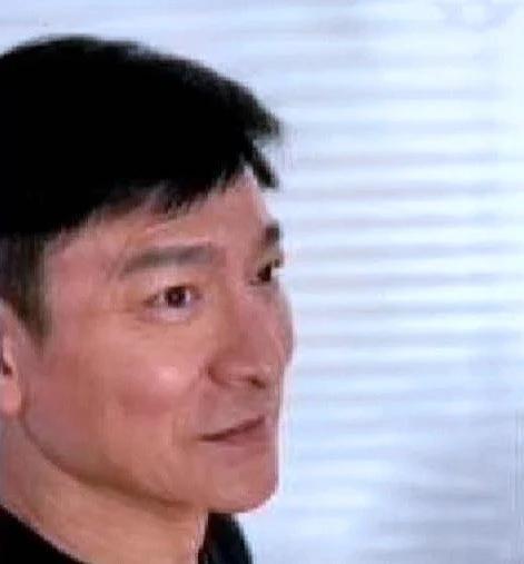 58岁刘德华真实近照曝光!满脸皱纹但头发乌黑,比李连杰年轻太多