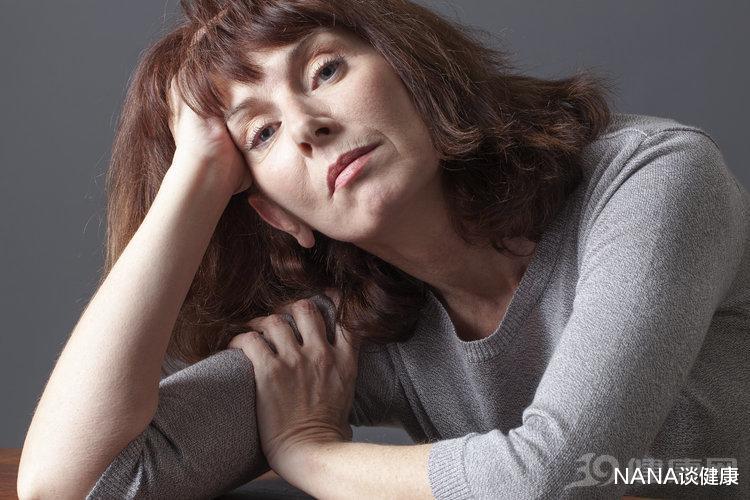 女人一旦出现这6大信号,预示进入衰老期,别再逞强了