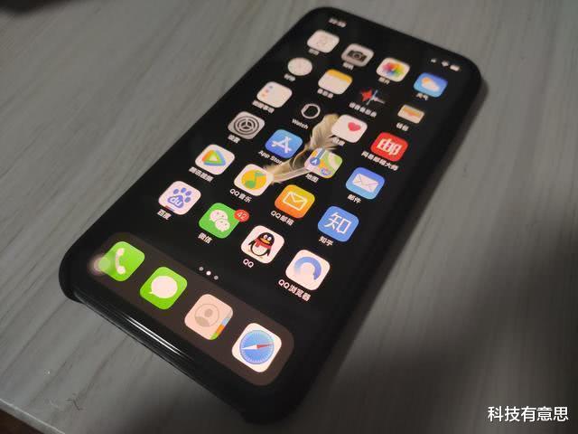 iPhone12高清渲染图:刘海小了 外观不一定讨喜