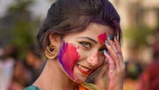 还记得橄榄绿瞳孔的印度美女吗?这次她穿上了婚纱得美成什么样
