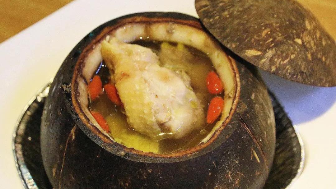 滋润清凉的椰子炖鸡汤,美容养颜,快来一起看看吧