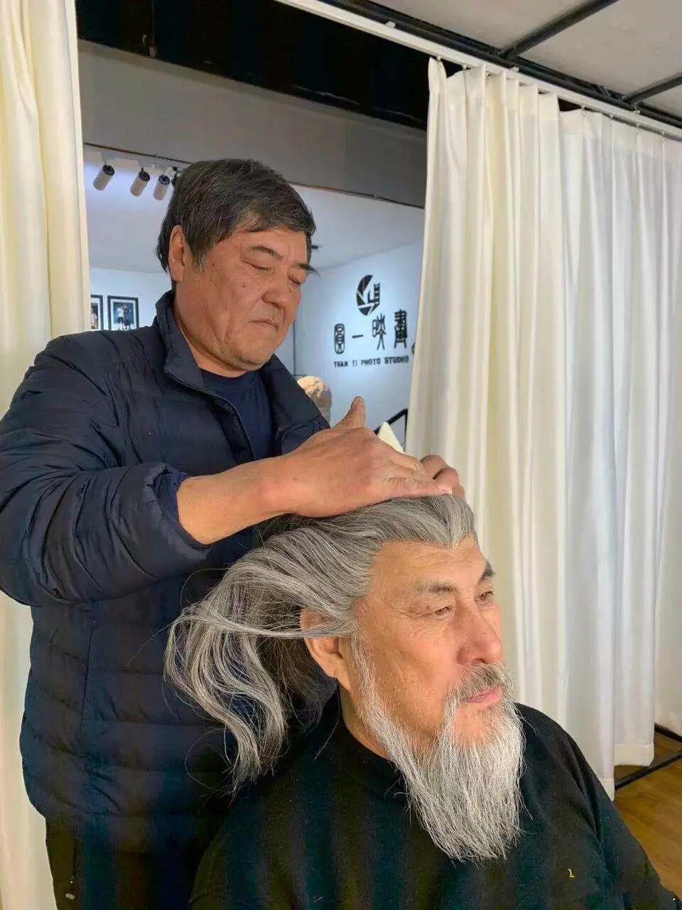 63岁陆树铭再披战袍,再次出演关公,图3威武