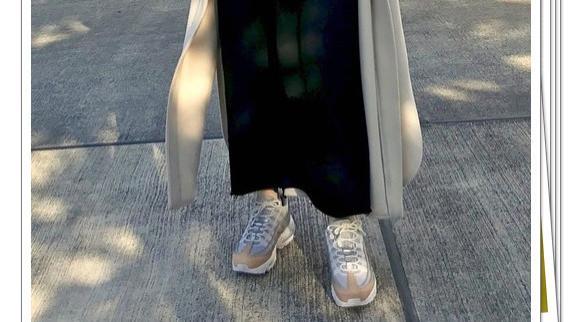 连衣裙+运动鞋的秋冬穿搭精选!洋溢着时尚休闲感的26种造型