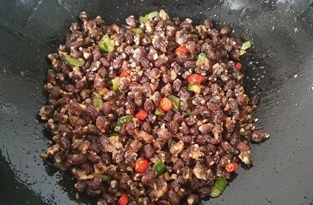 自从学会红豆这样吃,再没用它煮过粥,又香又酥,比花生米还美味 酥红豆 菜谱 美食 美味 花生米 每日推荐  第7张