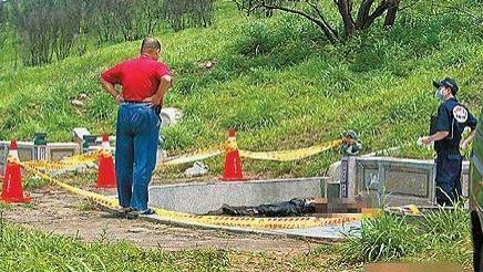55岁女歌手横死墓园,上身赤裸下身受辱,死亡时间超1周