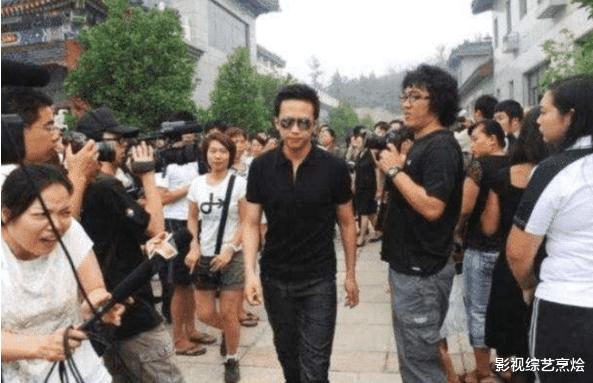 邓超参加老艺术家葬礼,被张国立怒怼:滚出去!得知原因后网友称赞做得对