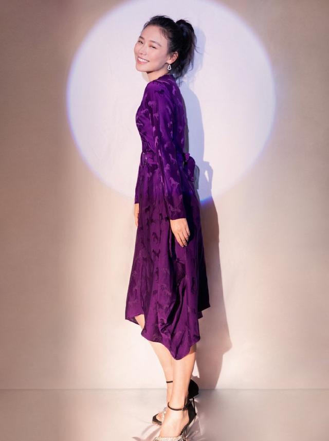 马思纯减肥失败?紫色连衣裙老气横秋,网友:妈妈才穿的裙子!
