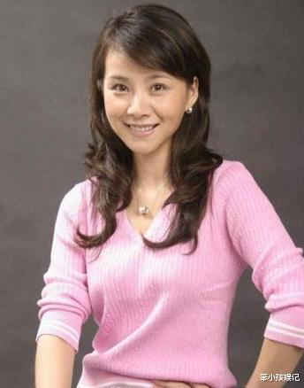 她是赵薇同学,28岁夺影后,巅峰为照顾4位老人息影,今成这样