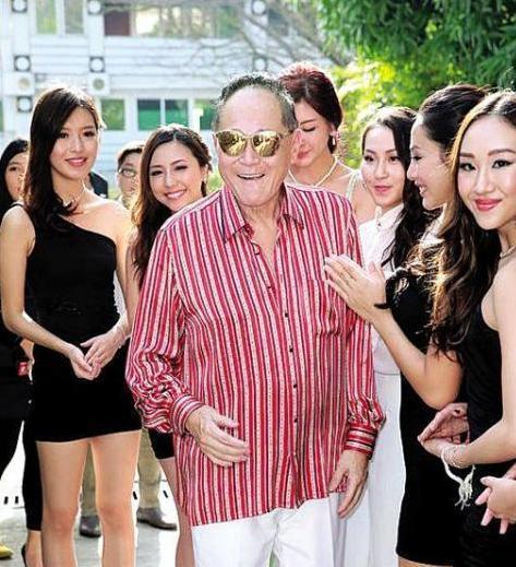 """""""铁肾""""赵世曾,一年换170多个女友,花百万与林志玲""""亲密接触"""""""