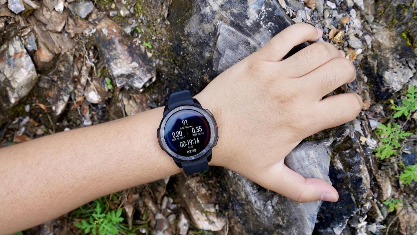 荣耀手表GS Pro评测:25天长续航的专业户外运动手表