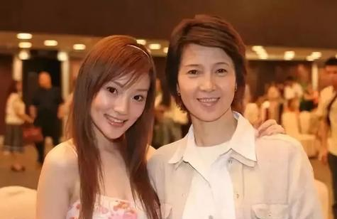 李小璐的母亲,二婚嫁豪门,今无理取闹,贾乃亮为何不回应?