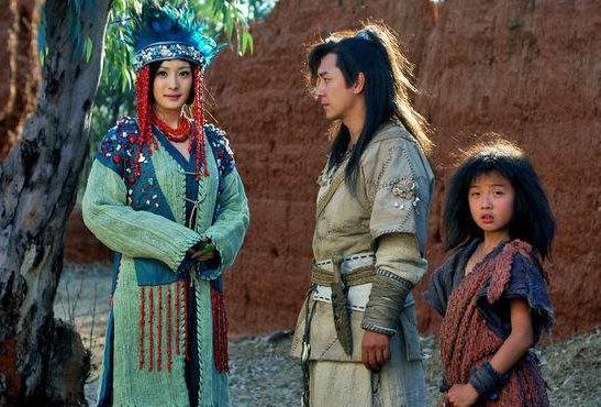 在杨幂最困难时拉她一把,后来成过气演员,杨幂砸整部戏还恩情