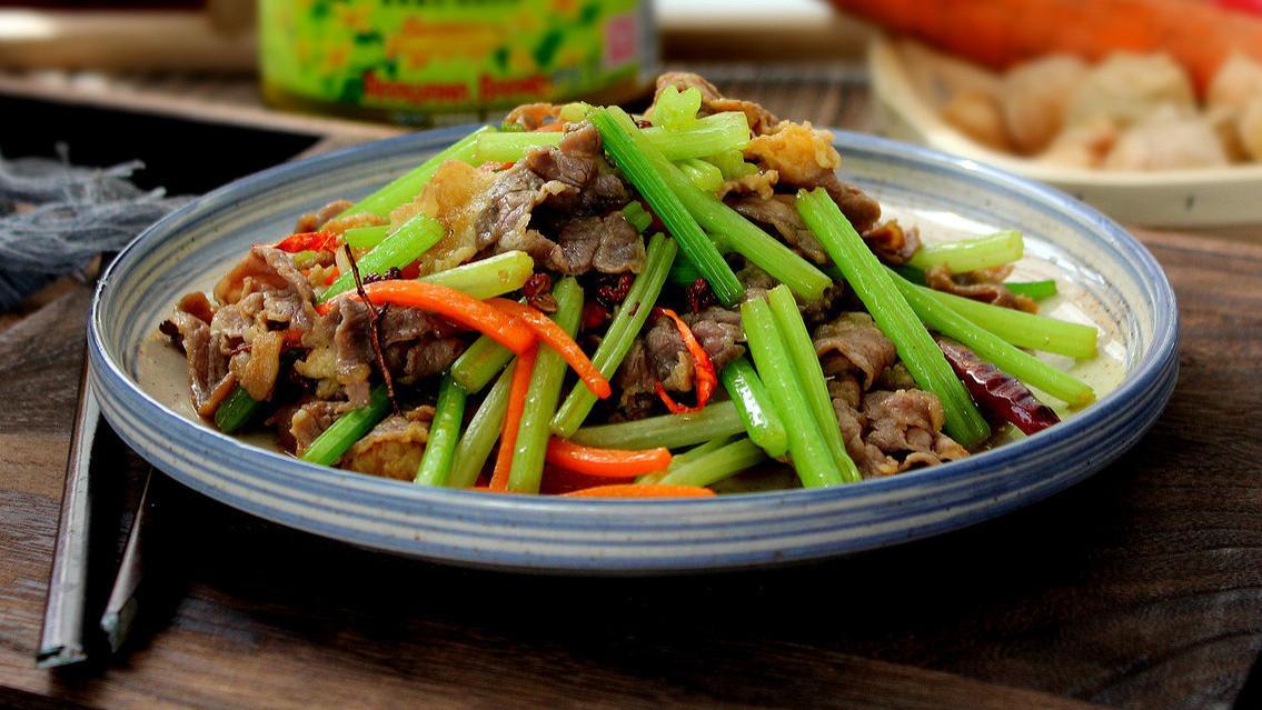 这个蔬菜老年人要多吃,有20多种营养元素,口感清脆还能降血压
