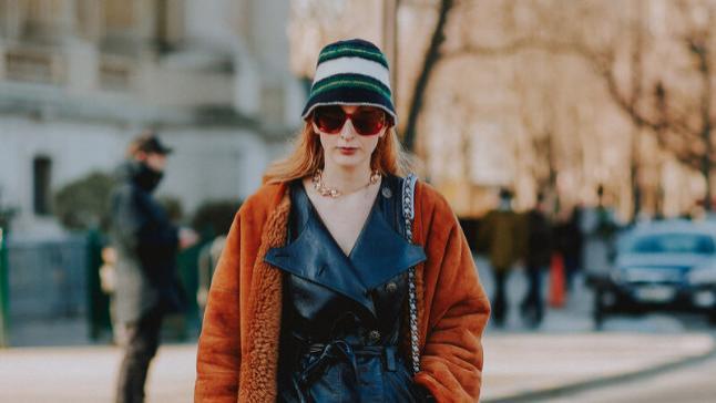 比羽绒服显瘦、比大衣保暖,今年皮毛一体大衣火了,时髦又显贵