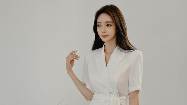 珠珠时尚穿搭美图:月庭桂香飘絮落雪清荷百褶裙,白色纯洁