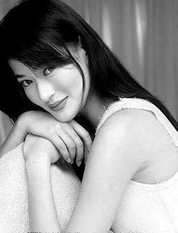 18年前,29岁陈宝莲纵身一跃,留下生父未知的婴儿今像极了黄任中插图8