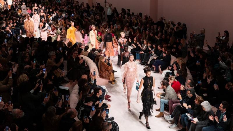 Fendi2020秋冬女装秀,街头流行登入芬迪大雅之堂