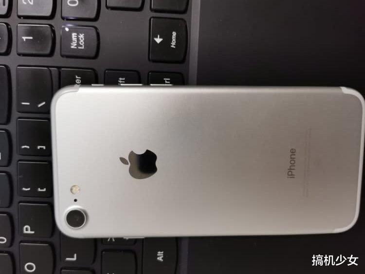 苹果发力清仓,全金属+128GB,经典小屏iPhone从6188跌至2699