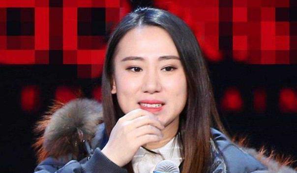22岁时被赵本山带上春晚,成名后开百万
