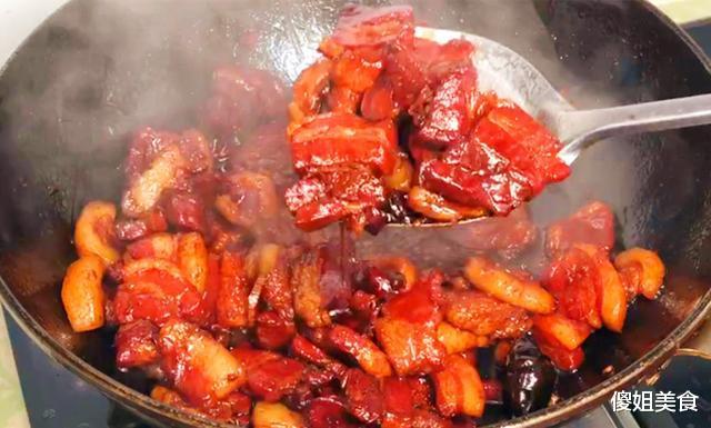 做红烧肉时,最忌直接下锅炖,多加这1步,肥而不腻、入口即化