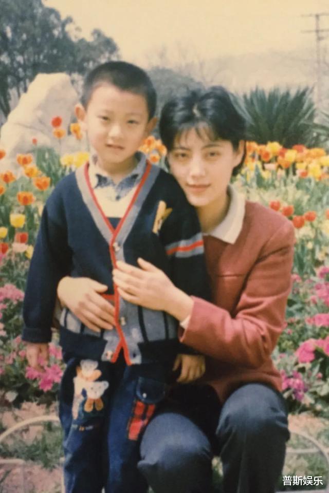 黄子韬妈妈:长相貌美与儿子共同一张脸,丈夫为她留下12家公司