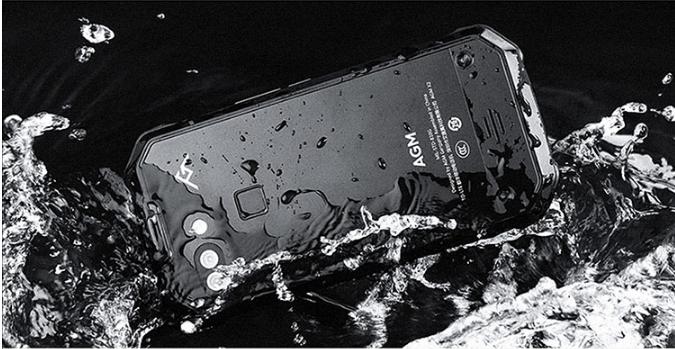 """别再被忽悠了,大厂所谓IP68级防水,其实是""""虚假宣传"""""""