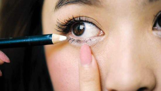 郑明明教你如何远离黑眼圈,郑明明的眼霜怎么样