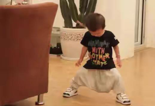 """孩子迟迟学不会自己上厕所?家长遵循""""三要两不要"""",让宝宝顺利告别尿不湿"""