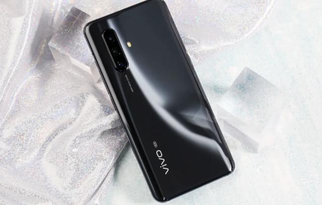 vivo X30与iQOO Neo3:性能小怪兽,到底选谁好呢?