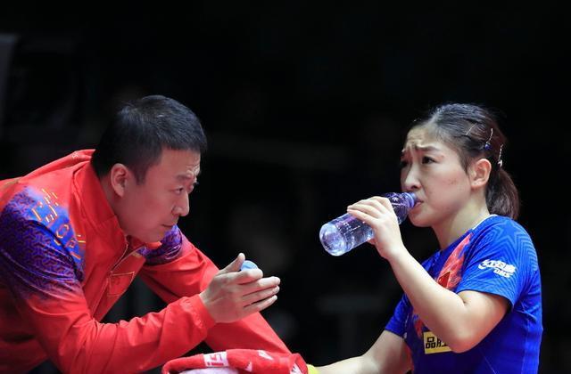 迷你西游官网_奥运冠军退役前深夜发文:人在做、天在看!现在三年生两女娃