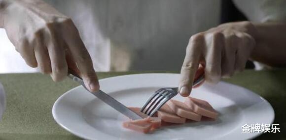 小细节看亮剑3!李云龙结婚才能吃肉罐头,郭勋魁用刀叉吃午餐肉插图16