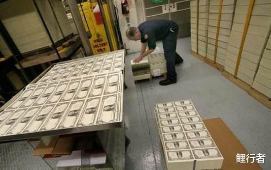 """美国到底预见了什么,才会采用""""无限量印钱""""这样无底线的操作?"""
