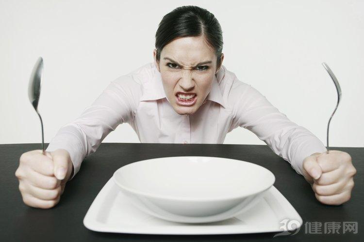 每天不吃晚餐能减肥吗?医生直言:除了瘦,出现5个变化要停止