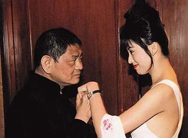 18年前,29岁陈宝莲纵身一跃,留下生父未知的婴儿今像极了黄任中插图64