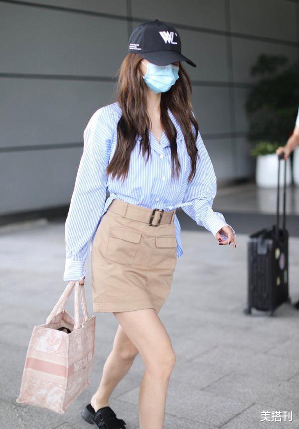 """杨颖最新机场造型,条纹衫配短裙少女腿绝了,不愧是""""生图杀手""""插图"""