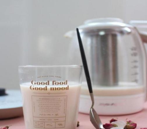 好喝的玫瑰奶茶,美味简单做,喝上一杯暖胃又健康