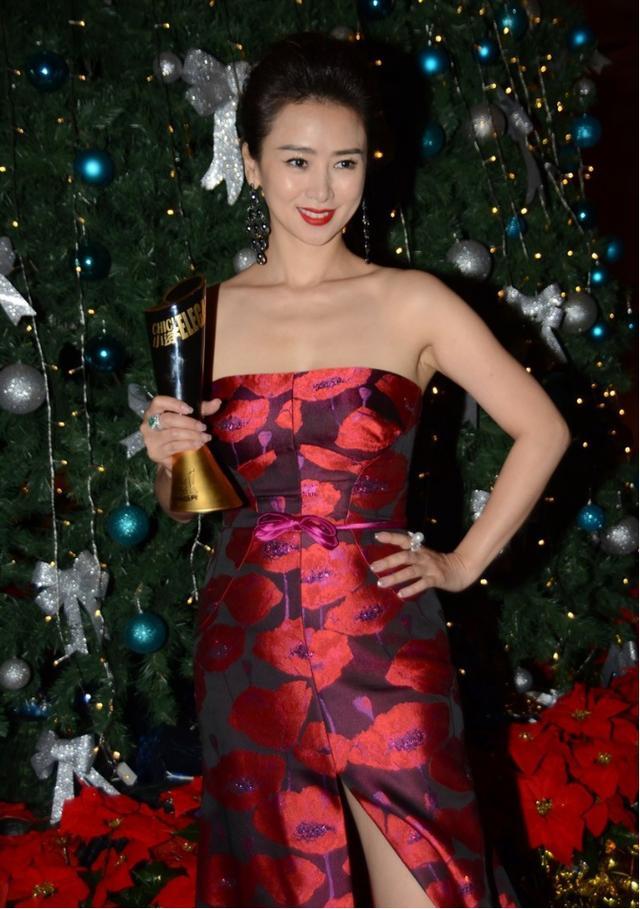 翁虹才是高配版的女人身材,虽然看着不瘦,但肉都长在重要的地方