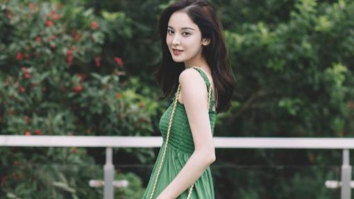 """""""神仙姐姐""""古力娜扎,穿绿色吊带连衣裙,清凉气质好撩人"""