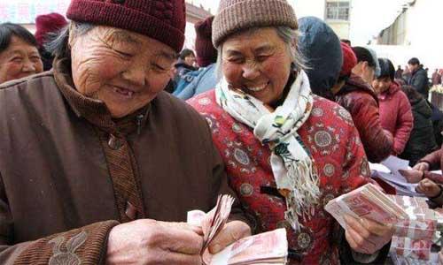 """退休金比年轻人工资还高?主要是这2个""""原因"""",很多人不清楚?"""