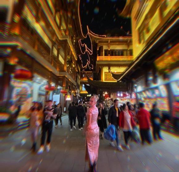"""摩纳哥现实版""""还珠格格"""",丸子头配粉色旗袍秀中国风,意外好看插图14"""