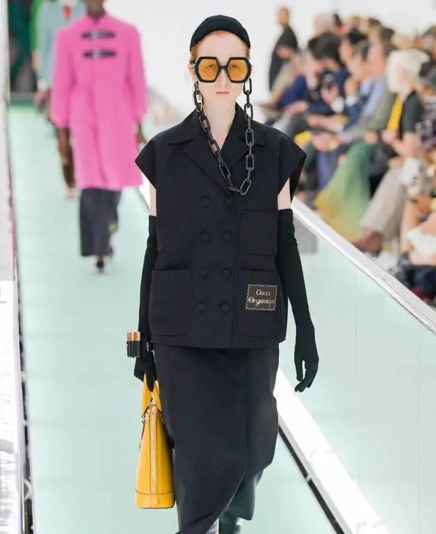 """""""链条眼镜""""流行起来,时髦洋气赚足回头率!满满的潮流风范"""