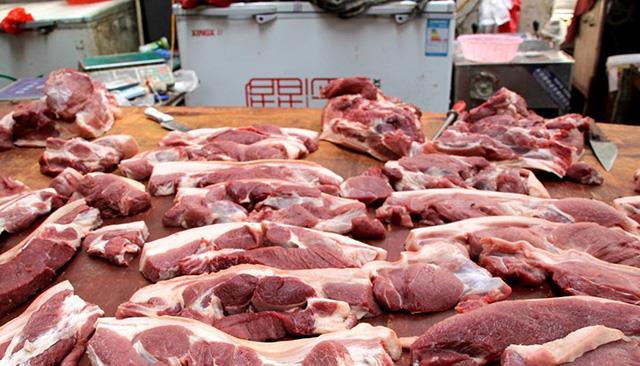 """猪肉价格""""一路上行"""",鸡肉价格却下跌,老百姓:期待猪价也下跌"""